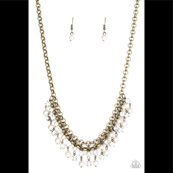 ✨3 for $10✨Brass and pearl necklace